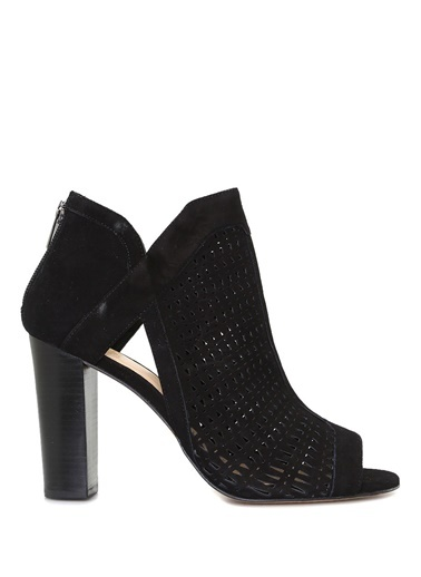 Bot-Vince Camuto